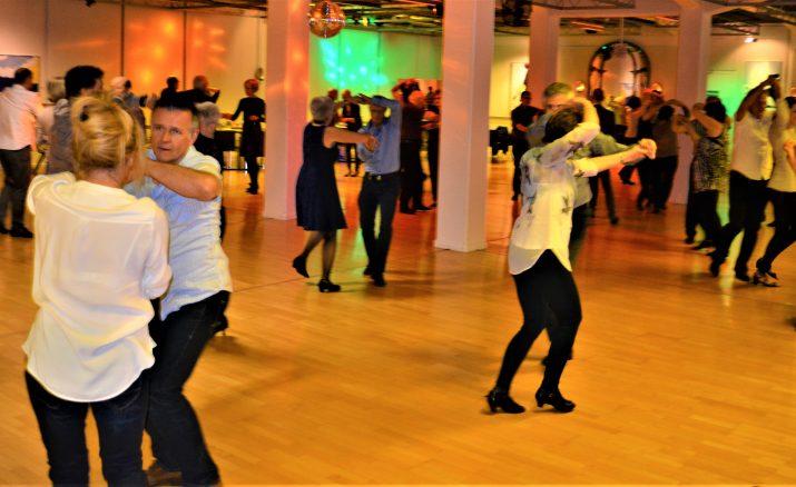 Sonntags Tanz zu Live Musik mit Duo Hall